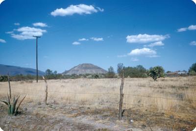 Teotihuacan, piramide del Sol y parte del valle, panorámica