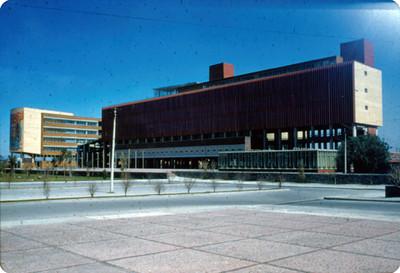 Edificio adjunto a la Facultad de Medicina, UNAM, exterior, vista parcial