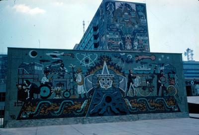 Murales en el edificio de la Secretria de Comunicaciones y Transportes, vista frontal