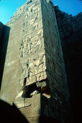 Muro con relieves escultoricos, detalle