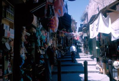 Gente en la calle del zoco de la vieja