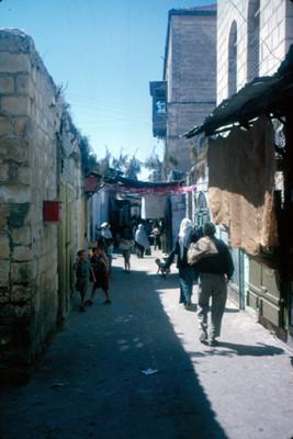 Vida cotidiana en una calle de la vieja