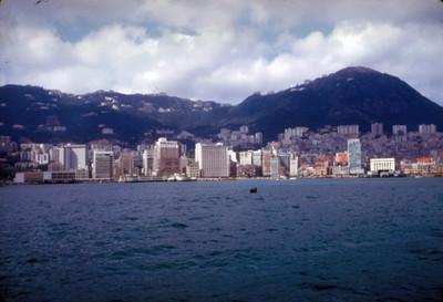 Ciudad vista desde el mar, paisaje