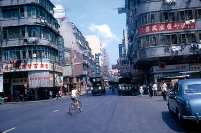 Vida cotidiana en la calle de una ciudad