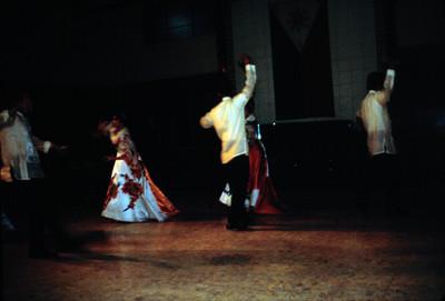 Actuacion de bailarines en demostracion de baile