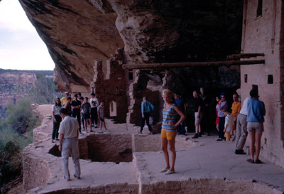 Turistas en el Cliff Palace del Parque Nacional de