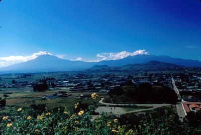 Cholula, vista panorámica con volcanes al fondo
