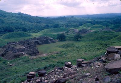 Vista lateral de los edificios correspondientes al Tajin Chico