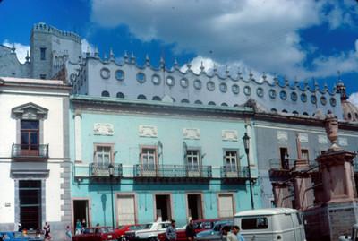 Vista de edificios en la Plaza de la Paz