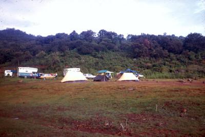 Campamento en el parque de