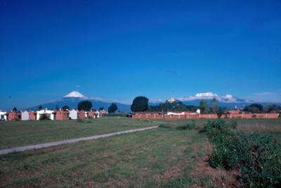 Popocatepetl e Iztaccihuatl, desde Cholula, panorámica