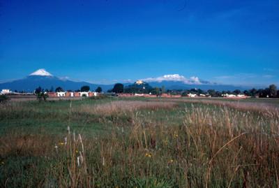 Popocatepetl e Iztaccihuatl desde Cholula, panorama