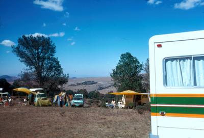 Excursionistas en un campamento