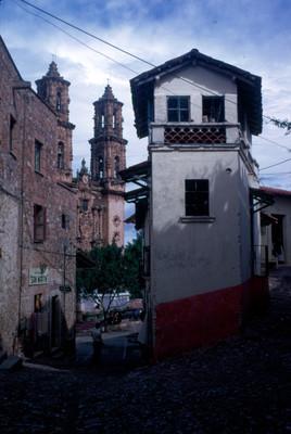 Callejon hacia la iglesia de Santa Prisca