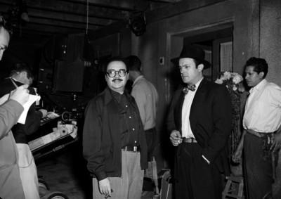 David Silva y otras personas en las instalaciones de un foro cinematográfico