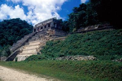 Templo de las Inscripciones, fachada, vista lateral