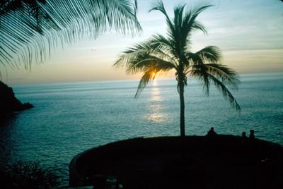 Puesta de sol en la bahia de Acapulco, paisaje