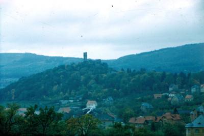 Vista panorámica de un castillo en una colina