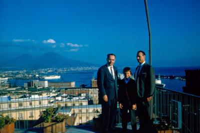 Arsen Lionel y Dr. Newman, retrato de grupo