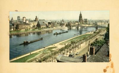 Ciudad en la ribera de un rio, paisaje, tarjeta postal