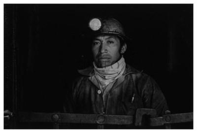 Minero con casco, retrato