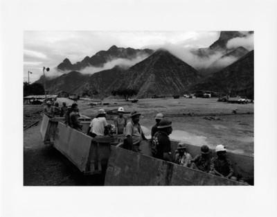 Mineros abordo de furgones