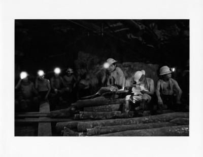 Mineros en el nivel 350