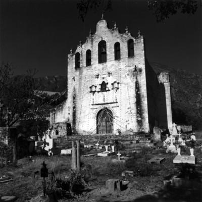 Iglesia de Santa María Magdalena en Jihuico, vista del frontón y cementerio