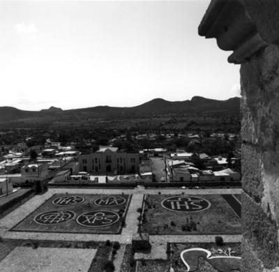 Vista del Palacio Municipal y jardínes del convento de San Andrés