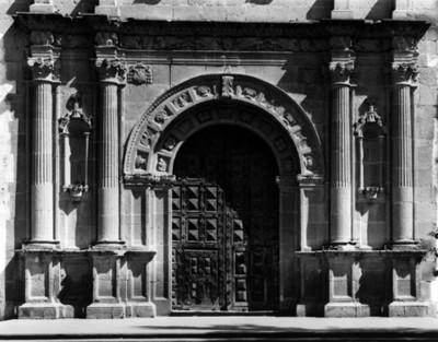 Vista del portón principal de la iglesia en el Ex-convento de Ixmiquilpan