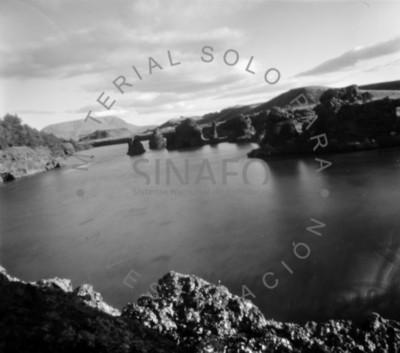 Lago entre islotes, paisaje
