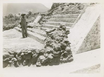 La escalera de la pirámide mostrando las 2 épocas de construcción