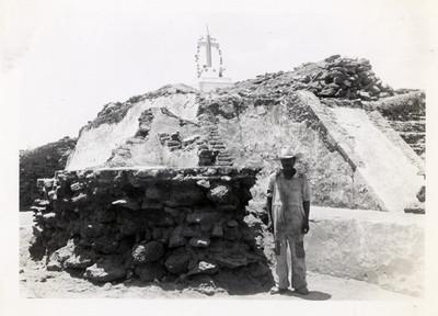 Lado N de la Pirámide, mostrando restos de pisos y taludes de la última época que fueron quitados