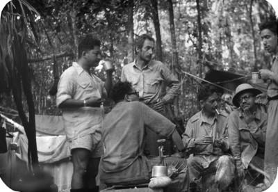 Grupo de expedicionarios en Bonampak la vispera de la Muerte de Froy