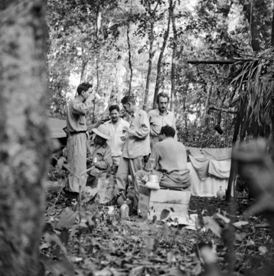 Grupo de expedicionarios en Bonampak las víperas de la Muerte de Frey