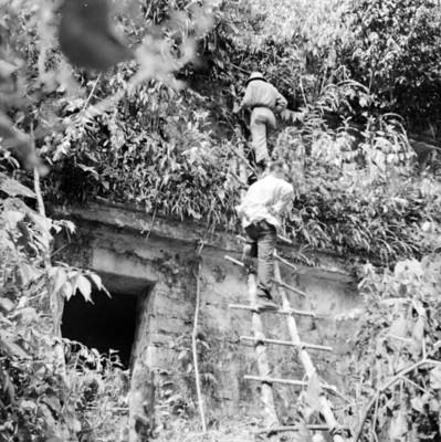 Expedicionarios suben al Templo de los Murales