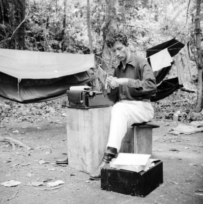 "Arturo Sotomayor autor de ""2 sepulcros en Bonampak"""