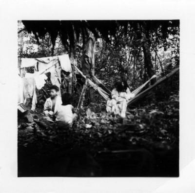 Familia lacandona en su habitat