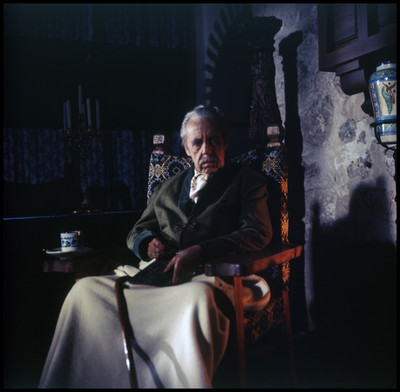 Fernando Soler sentado. Escena