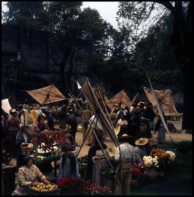 Gente en mercado