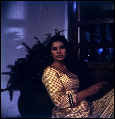 Retrato de Patricia Reyes Espindola sentada