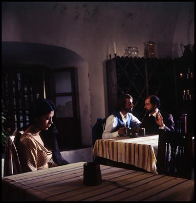 Par de actores conversan durante escena de la película El Señor de Osanto