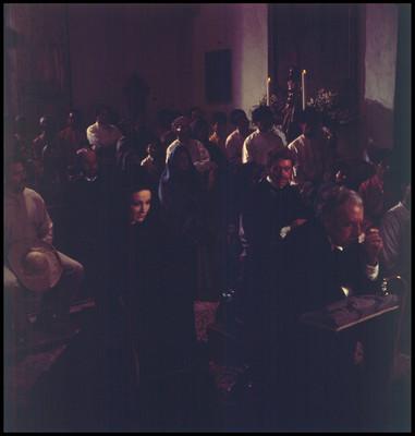 Actores reunidos en una iglesia. Escena