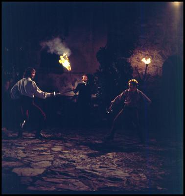 Actores en una escena de duelo