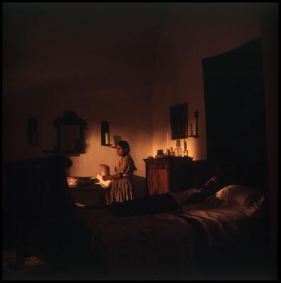 Escena de niña en habitación