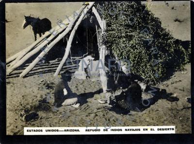 Estados Unidos-Arizona. Refugio de indios navajos en el desierto