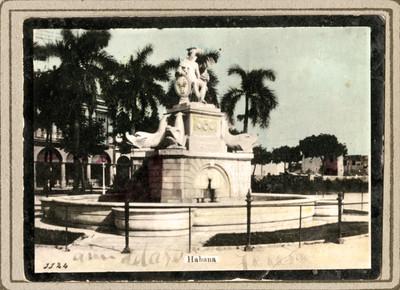 """Fuente en una plaza de """"La Habana"""""""