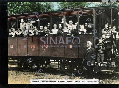 Carro Ferrocarril usado como aula de escuela