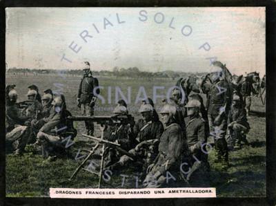 Dragones Franceses disparando ametralladora