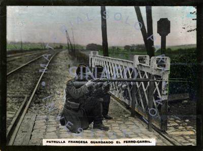 Patrulla francesa y guardando el ferrocarril